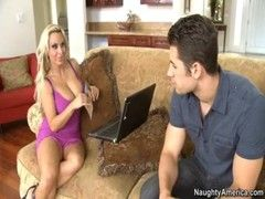 Holly Halston bumst mit ihrem Boss